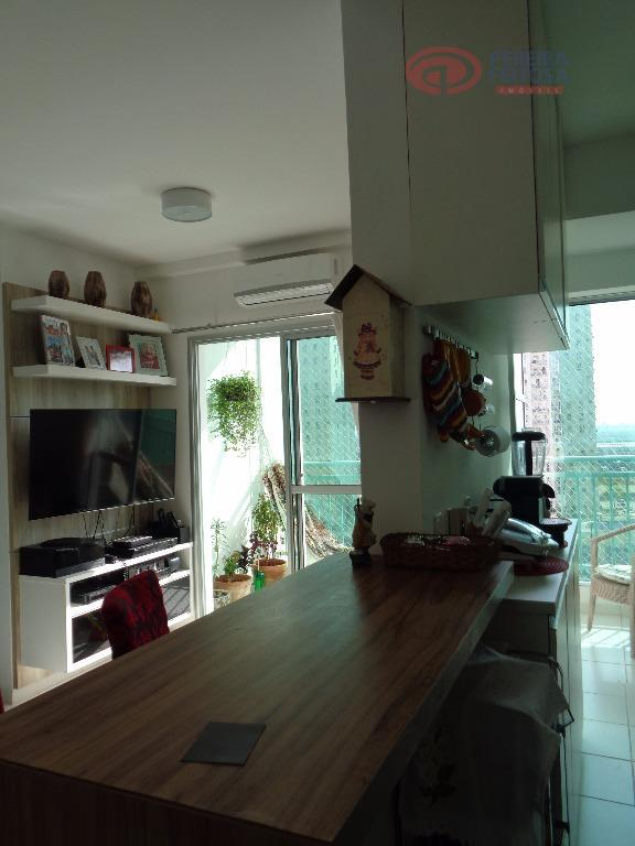 apartamento com ótima localização, composto por sala com estante projetada, cozinha com armários projetados, dois quartos...