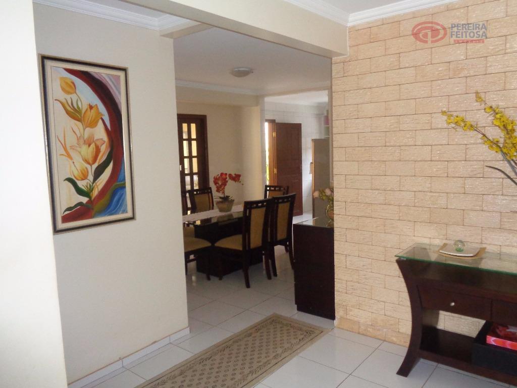 casa composta de três vagas de garagem, sala de jantar, sala de estar, dois quartos, duas...