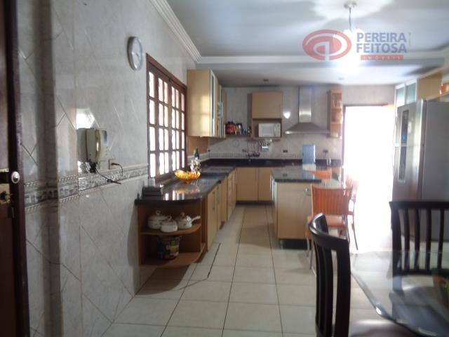 casa composta de sala de estar, sala de jantar, cinco dormitórios sendo três suítes com varanda...
