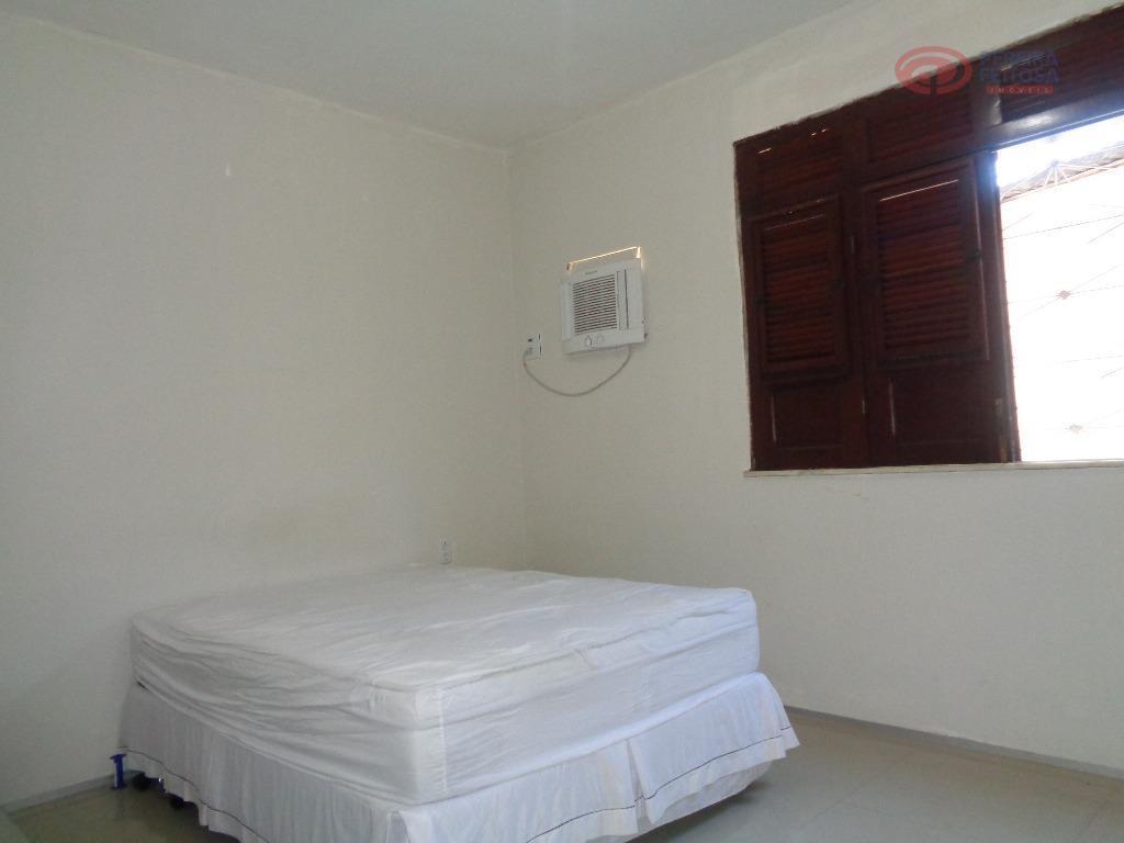 casa composta sala de estar/jantar, banheiro social, quatro dormitórios, sendo duas suítes, cozinha com armários, dependência...