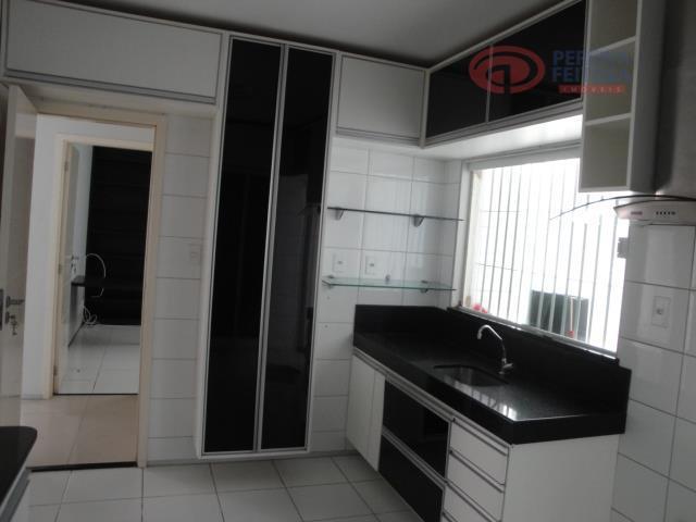 casa duplex em condomínio fechado com 161m² de área construída, composta de sala de estar/jantar, sala...