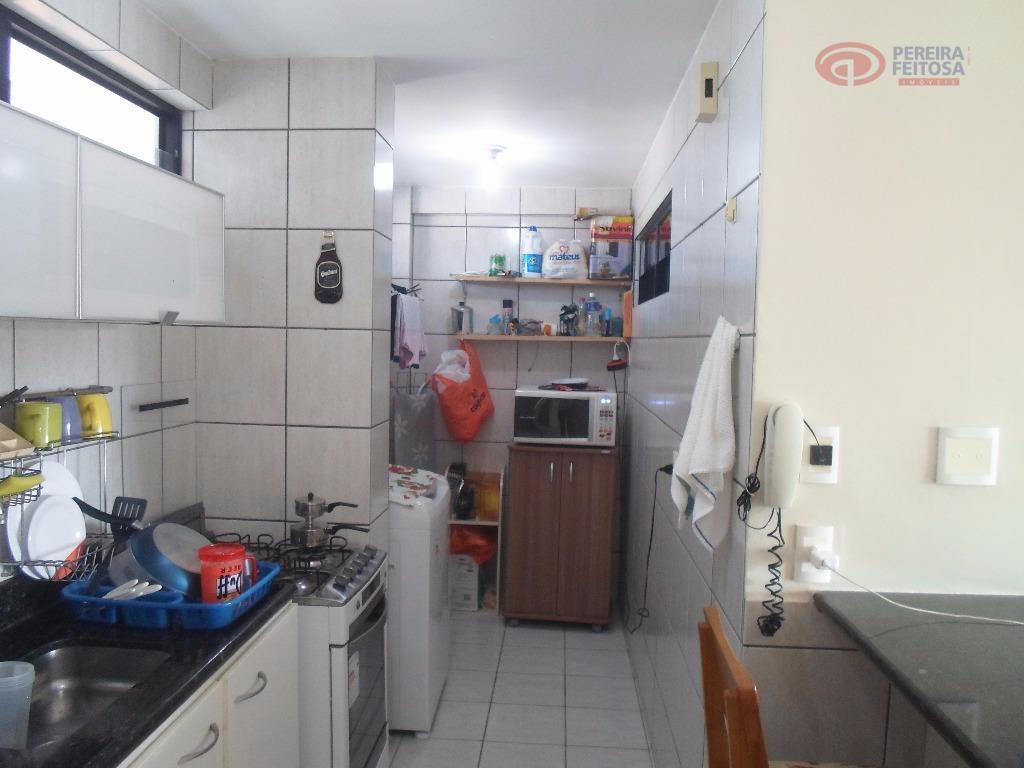 apartamento composto de varanda, sala de estar/jantar, um quarto, banheiro social, cozinha com armários, área de...