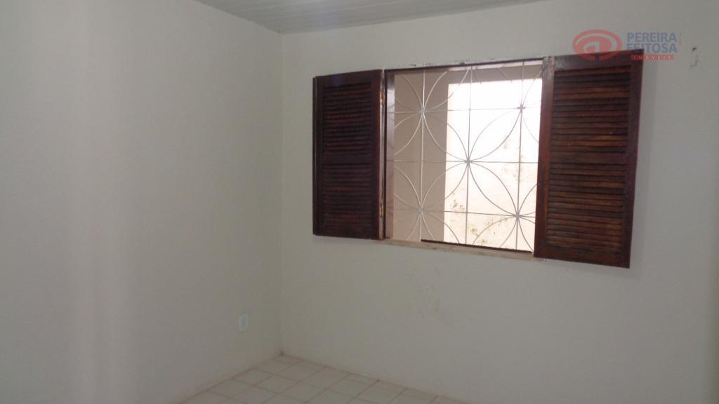casa composta de sala, varanda, uma suíte, dois quartos, cozinha, banheiro, copa, dependência de empregada, área...