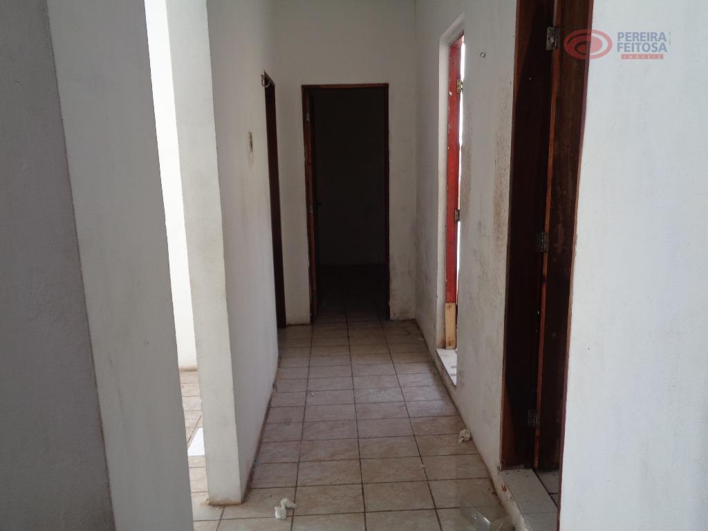 casa com 300 m² próxima à avenida do monte castelo, composta de sala estar, cozinha, dois...