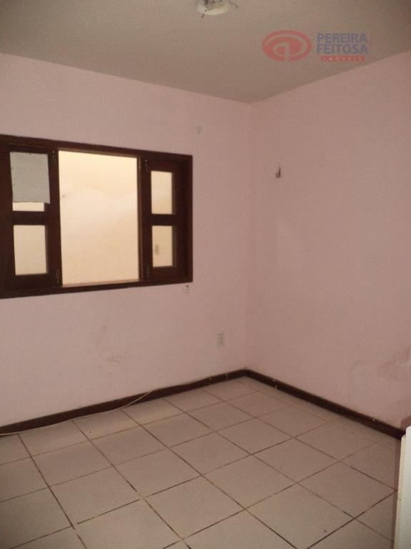 casa composta de sala de estar, sala de jantar, dois quartos, duas suítes, cozinha, área de...
