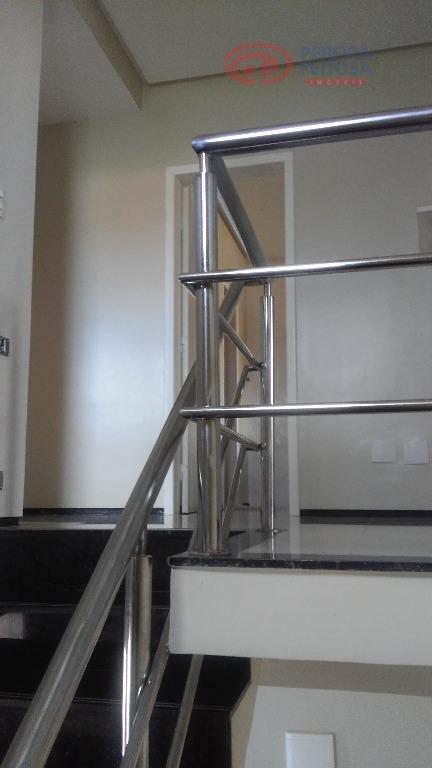 casa em condomínio fechado com sala estar/jantar, uma suíte no térreo, três suítes no primeiro andar...