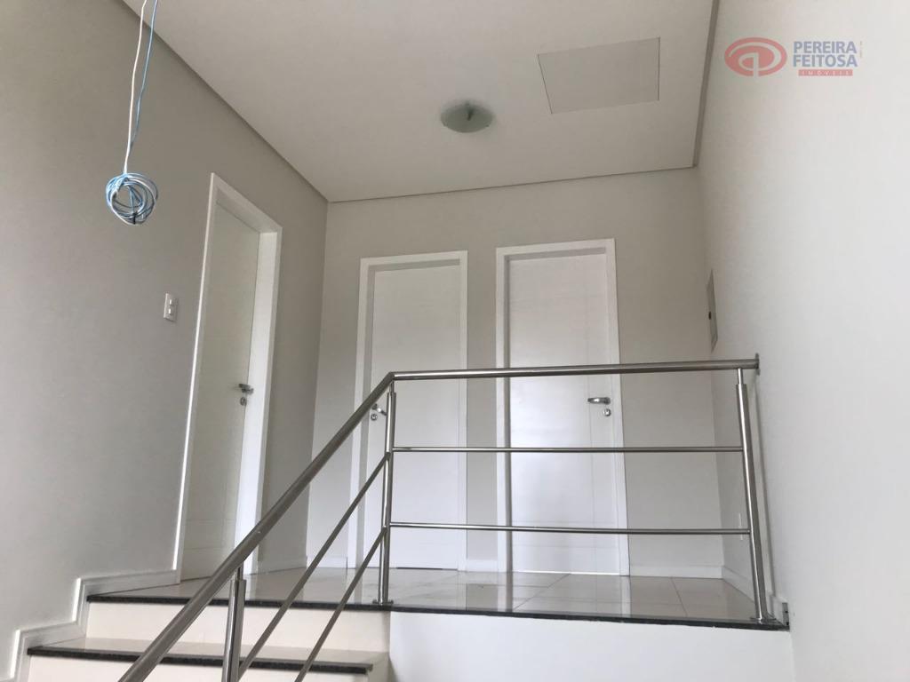 casa duplex composta de sala de estar, sala de jantar, 01 semi-suite, banheiro suite, terraço, dependência...