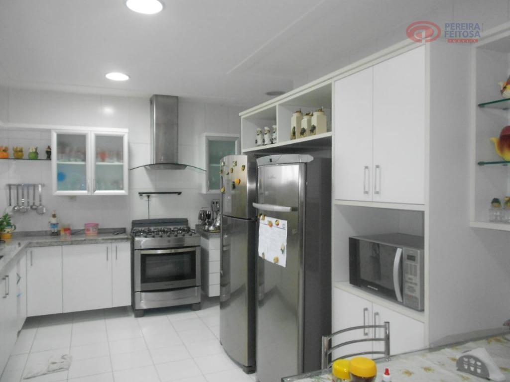 apartamento localizado em área nobre, vista mar, próximo a farmácias, bares, padarias, hotéis, restaurantes, conveniências, supermercados...
