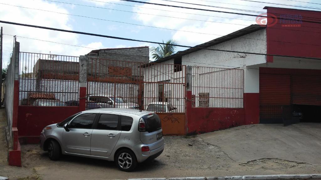 galpão com 180 m² de área construída e 348 m² de área livre.