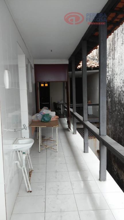 ponto comercial bem localizado, 1º piso, com escadaria lateral, lavabo, três salões, dois banheiros, um depósito,...