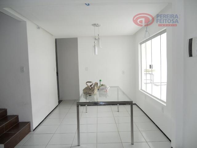 casa duplex mobiliada composta de sala de estar/jantar, copa, três suítes, banheiro social, área de serviço...