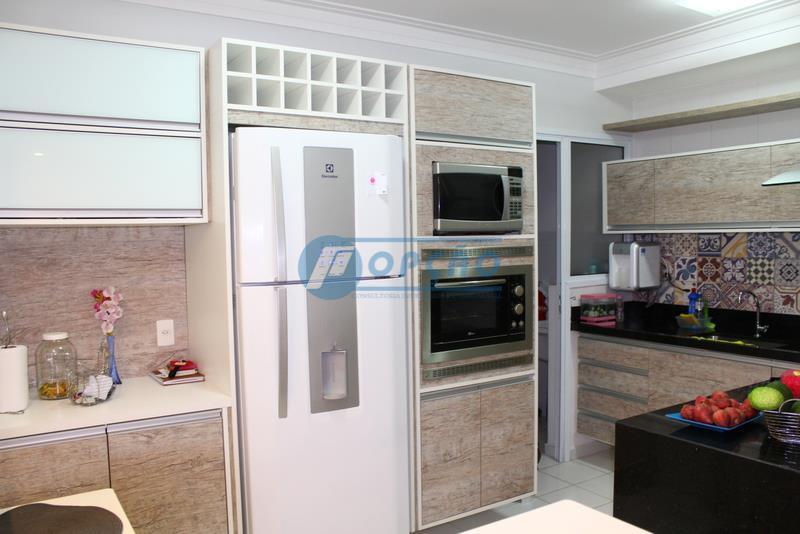 apartamento,3 dormitórios, 1 suíte, armários embutidos, piso laminado, varanda mobiliável, sala 2 ambientes, em porcelanato, lavabo,...
