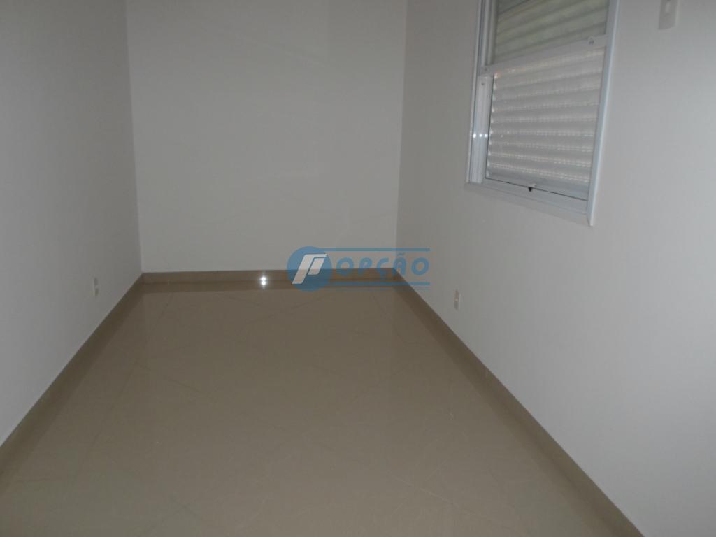 sobreposta alta, localizada no bairro do boqueirão, nova, distribuída em: 1.º pavimento: 2 salas, sacada, lavabo,...