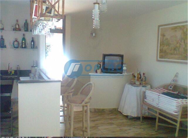 cobertura com sala, copa/cozinha, área de serviço e wc empregada, 3 quartos com 1 suite, wc...