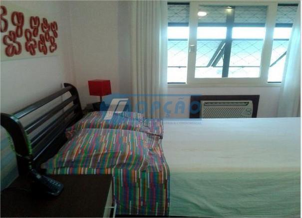 são vicente, próximo ao vlt , 2 dormitórios, 1 suíte, armários embutidos, sala 2 ambientes, varanda,...