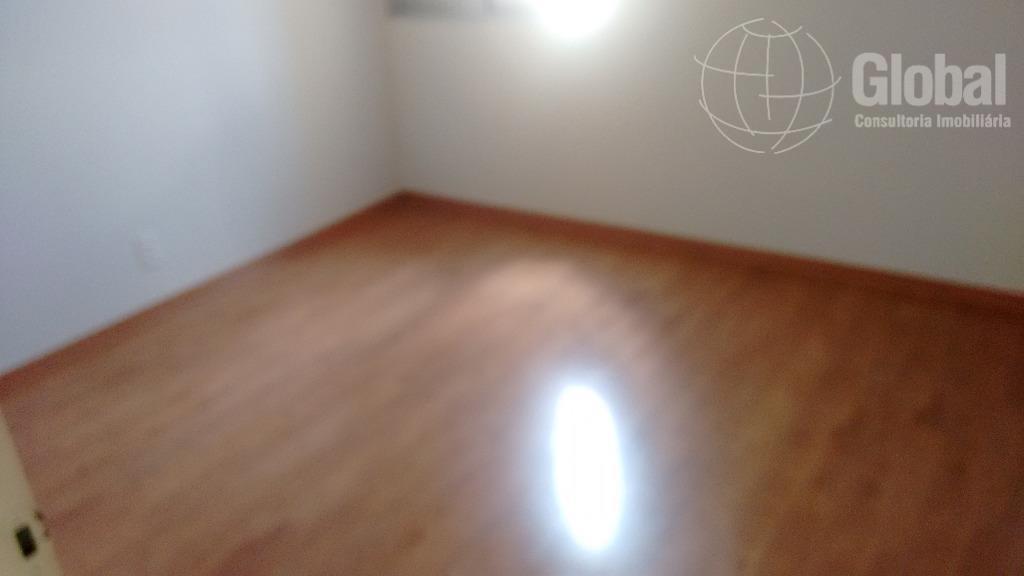 apartamento lindo, todo reformado, 3 dormitórios com armários embutidos em dois, piso em laminado, cozinha planejada,...