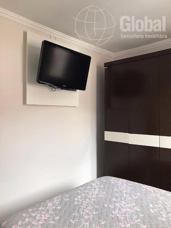lindo apartamento com detalhes de muito bom gosto, condomínio com ótima estrutura de lazer, dois dormitórios...