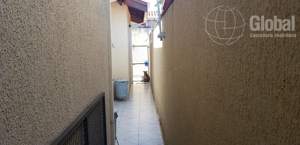 sobrado, ótimo estado, local privilegiado á 500 metros do centro, 3 dormitórios, sendo 1 com suíte,...