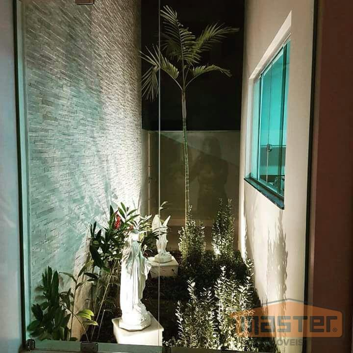 gran royalle: vende-se excelente casa recém construída, neste condomínio. casa térrea, com ampla sala para 03...
