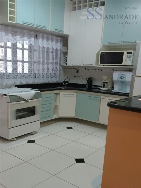 residencial com 150m² de área construída e 180m² de área total, possui 03 dorm (01 suíte),...