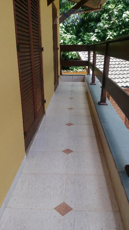 imóvel com 260m² de área construída e 400m² de área total, possui 03 dorm (01 suíte),...