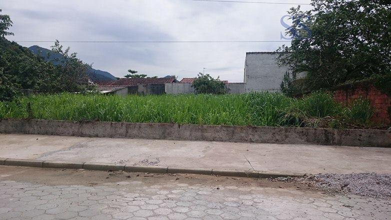 terreno 260m² de área total, em rua bloquetada, ótimo local, já com calçada.