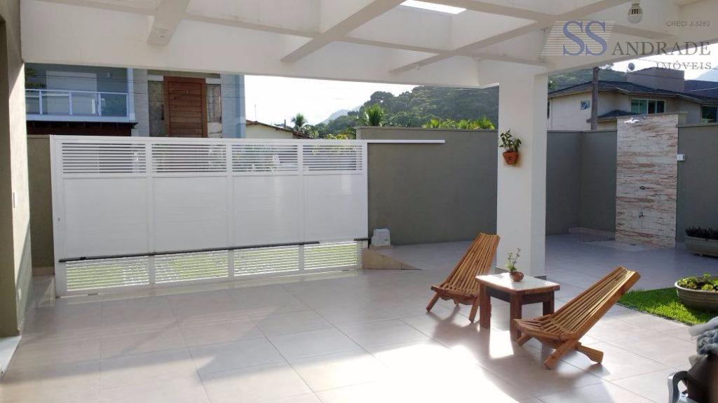 imóvel de alto padrão com 300m² de área construída e 400m² de área total, possui 03...