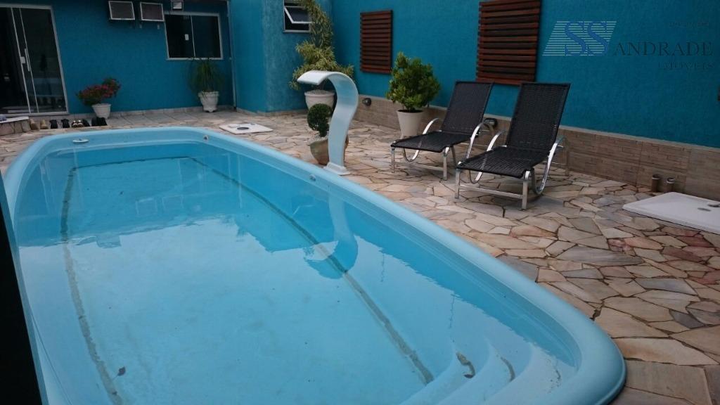 imóvel com 320m² de área construída e 360m² de área total, possui 04 suítes, sala dois...