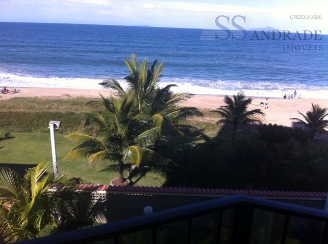 apartamento com vista para o mar e pé na areia na praia do capricórnio, possui 117m²...