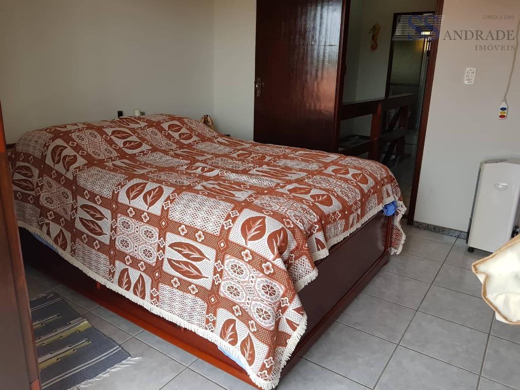 imóvel bem localizado com 160m² de área total e 130m² de área construída, possui 02 dorm...