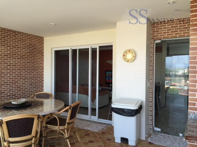 apartamento na praia martin de sá com excelente localização, possui 03 dorm (01 suíte), sacada gourmet...