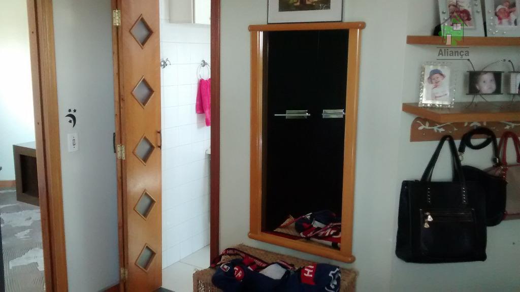 apto na vila carmosina, proximo á estação dom bosco com 1 dorm, sala, cozinha, wc, 1...