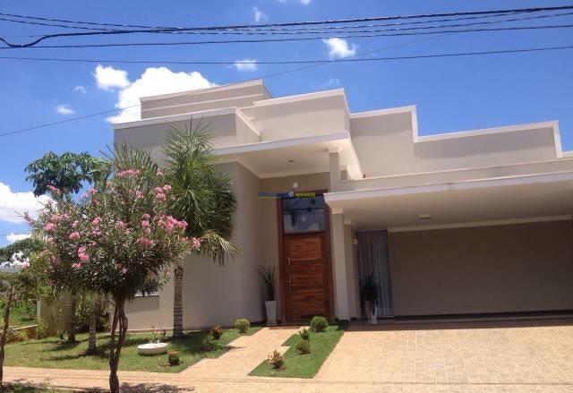 Belíssima casa à venda de 4 dormitórios no Gaivota I, São José do Rio Preto.