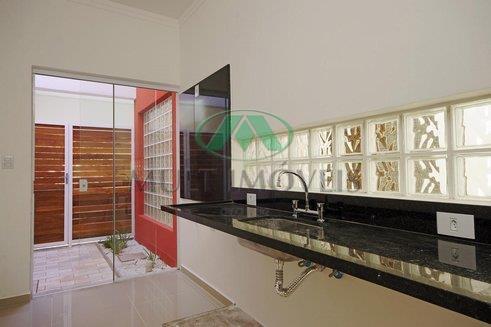 linda residencia, nova. condomínio com área de lazer.