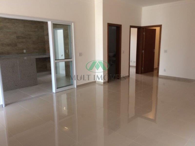 terreno 300m², 180m² área construida, moderno projeto, 3 suites sendo 1 master com closed, living amplo...