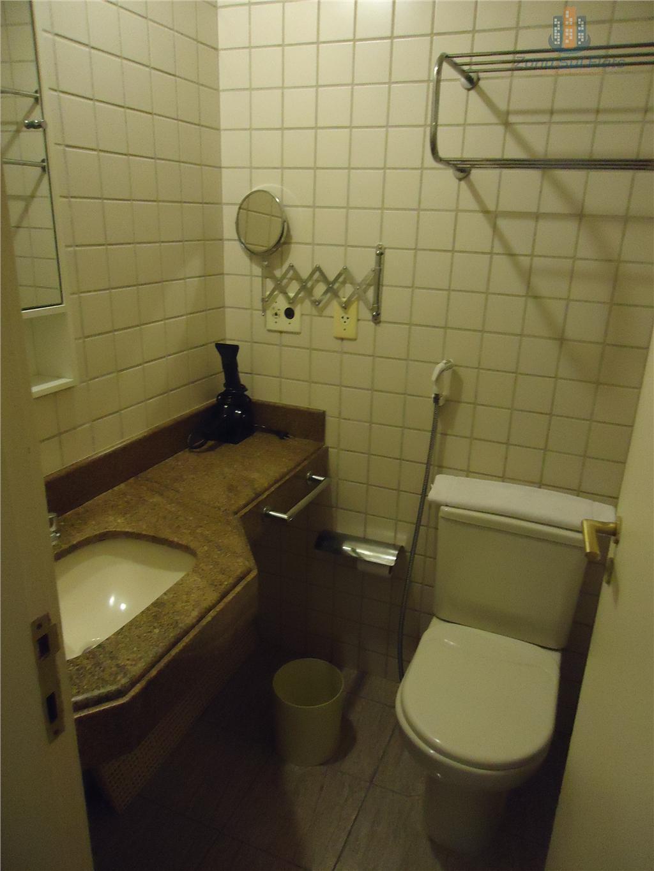 locação flat itaim bibi - the capital - andar alto.excelente localização. duas varandas, totalmente mobiliado. lazer...