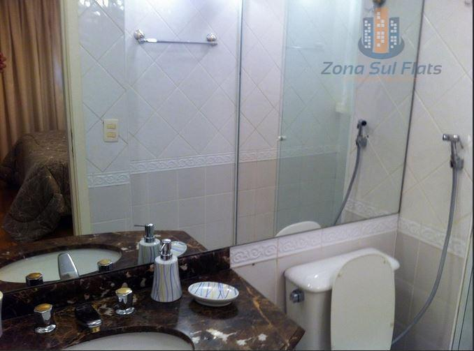 """flat com mobília pool, piso de madeira, cama casal """"queen size"""", tv led 22 pol. rotativa..."""