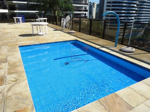 o apartamentos ocupa um andar inteiro, compreendendo uma metragem útil de 251,00 m², sendo 378,00 m²...