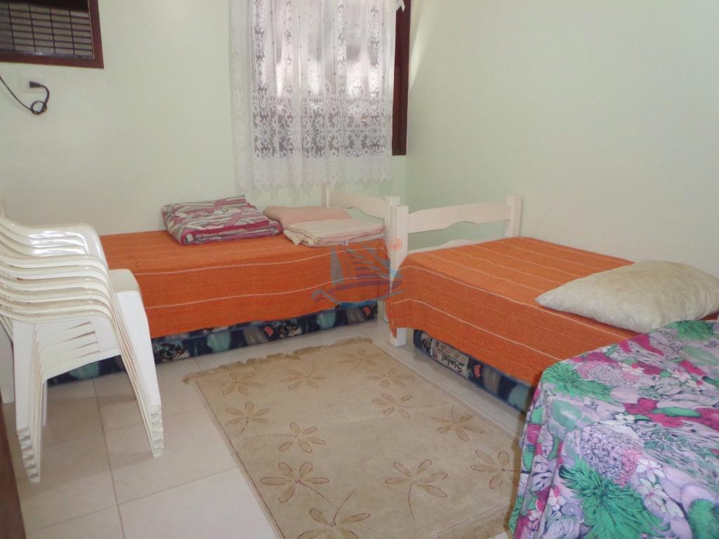 lindo apartamento a venda totalmente reformado e bem decorado localizado na praia da enseada à 1...
