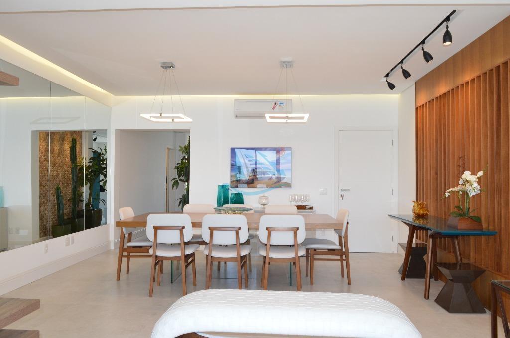 apartamento finamente reformado e decorado de frente para o mar, planejado nos mínimos detalhes com meses...