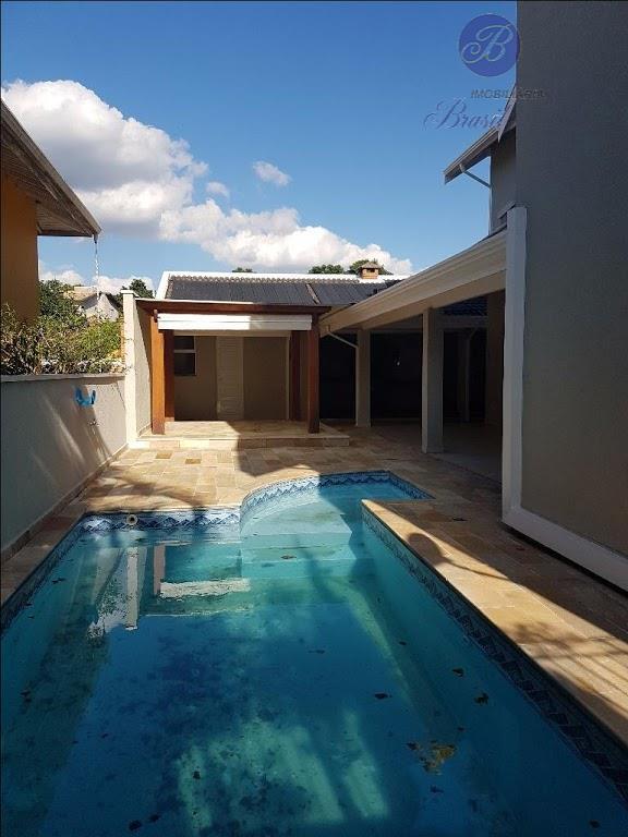 lindo sobrado, rico em armários planejados, excelente oportunidade, piscina com varanda e churrasqueira !