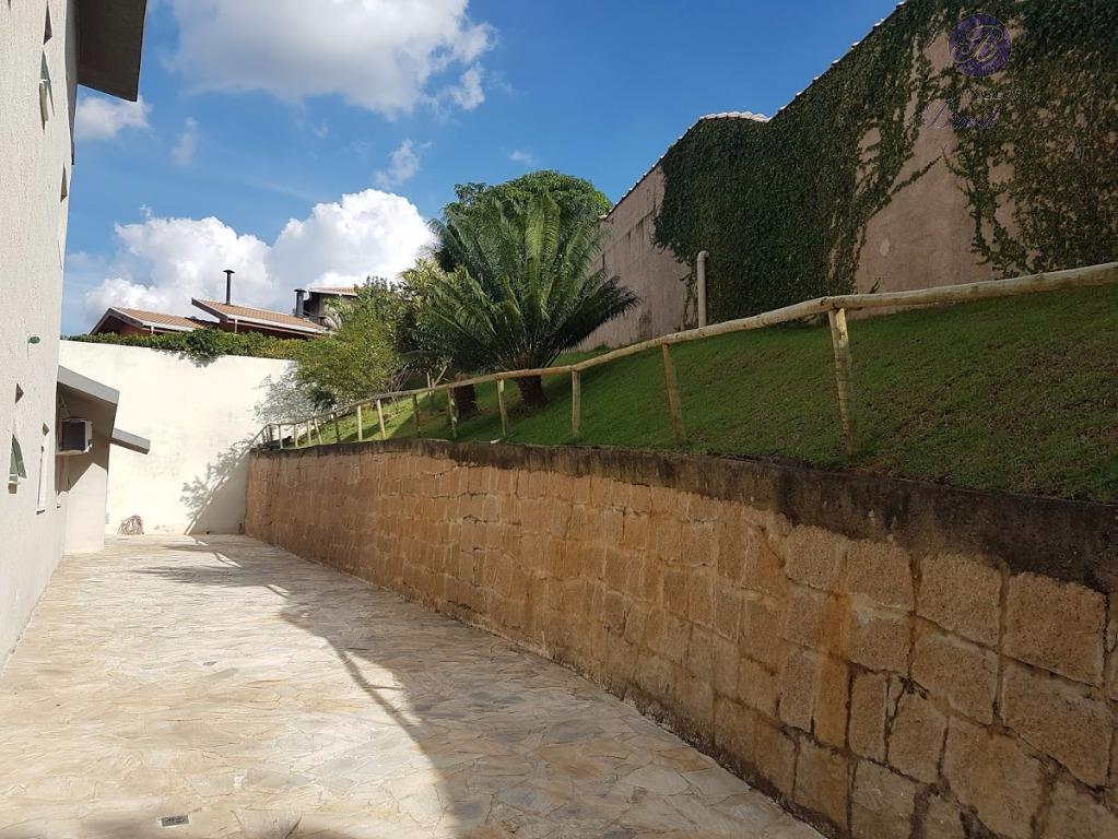 linda casa, praticamente térrea.piscina com aquecimento solar, cascata, varanda gourmet toda fechada com vidros e portas...
