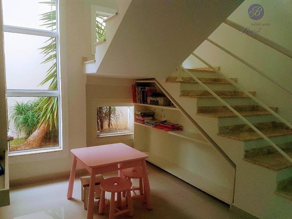 sobrado à venda, localizado na cidade de vinhedo, rica em armários planejados, piscina, escritório, três suites...