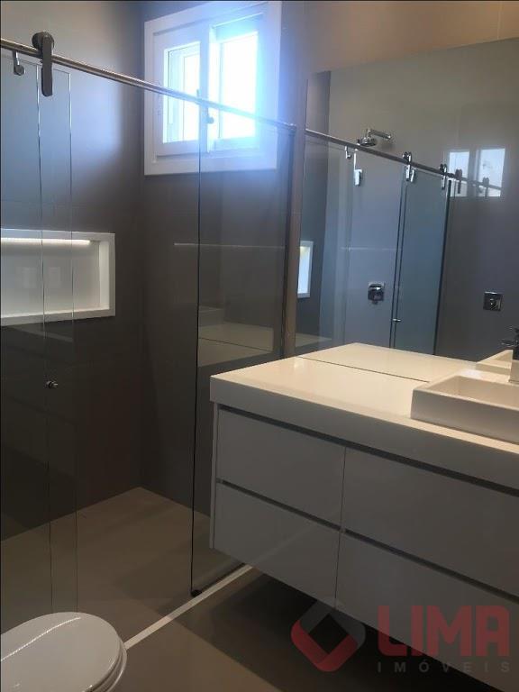 excelente residência totalmente climatizada com 4 suítes sendo 1 master com closet, riquíssima em armários! escritório...