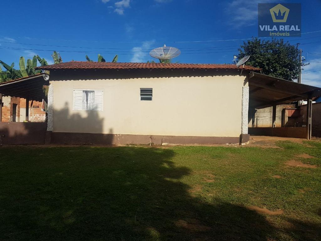 casa 1= 3 quartos, sendo uma suite, sala, cozinha, banheiro e area de serviçocasa 2= 2...