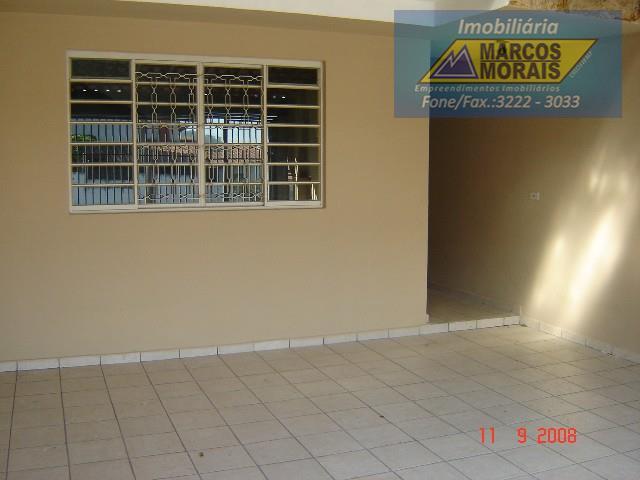 imóvel com excelente localização, dormitórios e demais dependências amplas. casa inteira em piso frio com exceção...
