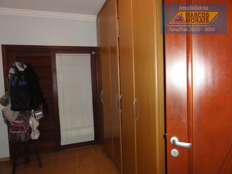 lindo sobrado, em local nobre, próximo a shopping, escolas, padarias, bancos, etc.são 03 lindas suites completas...