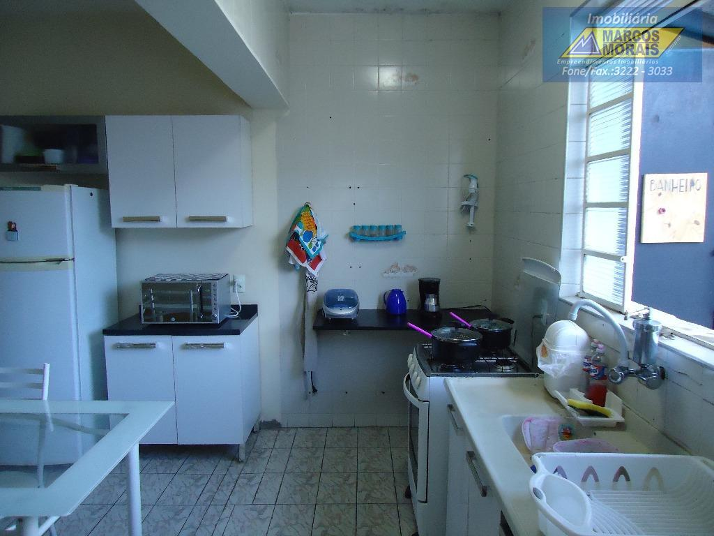 ótimo imóvel com excelente localização.comercial ou residencial. terreno com 10 x 30 metros . casa térrea...