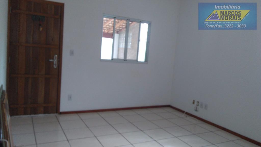 lindo sobrado com 3 dormitórios, sala dois ambientes, cozinha espaçosa, garagem para 4 carros cobertas.ótima localização.