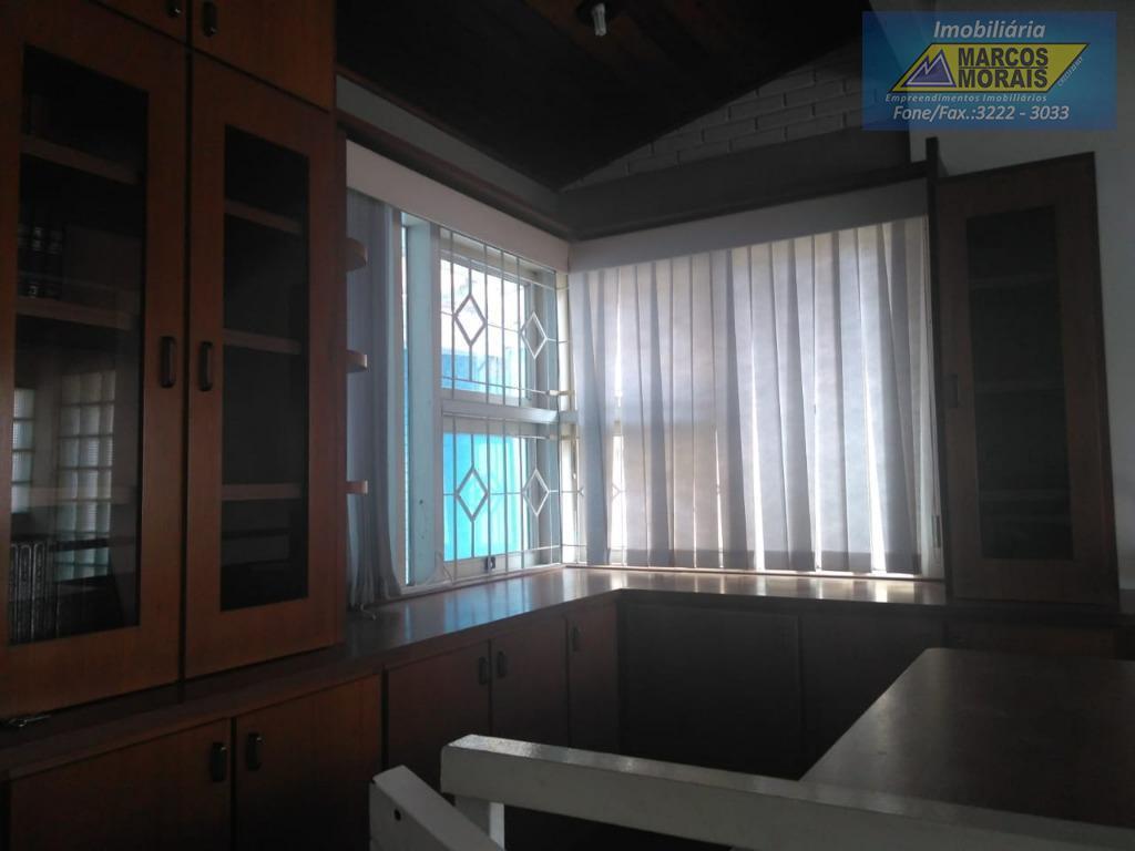 imóvel com 3 dormitórios: piso: carpete laminado (cor clara);, sendo 1 suíte, com 1 closet, banheiro,...